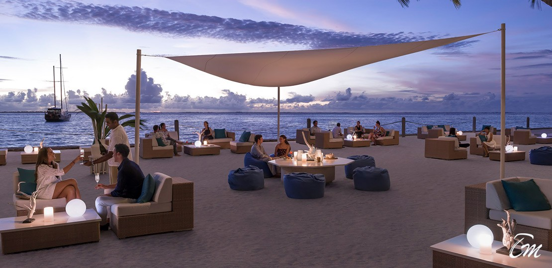 Shangri-las vilingli resort beach dining arrangements