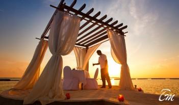 urumba Maldives - Sounds of the Sea Romantic Sea side Dining