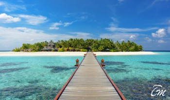 Banyan Tree Vabbinfaru Maldives island view from arrival jetty bridge