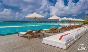 The Standard Huruvalhi Maldives Pool