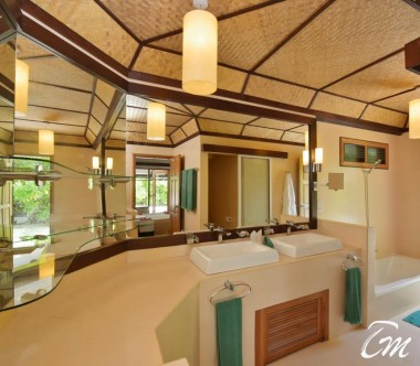 Angaga Island Resort Superior Beach Bungalow Toilet