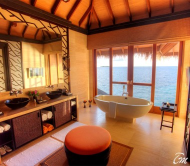 Ayada Maldives Royal Ocean Suite with Pool Bathroom