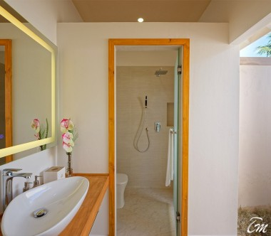 Brennia Kottefaru Maldives Bougain Villa Bathroom