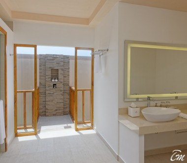 Brennia Kottefaru Maldives Deluxe Water Pool Villa Bathroom