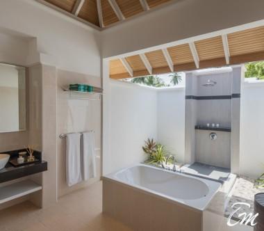 Kurumba Maldives Beachfront Deluxe Bungalow Bathroom