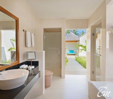 Kurumba Maldives Deluxe Pool Villa Bathroom
