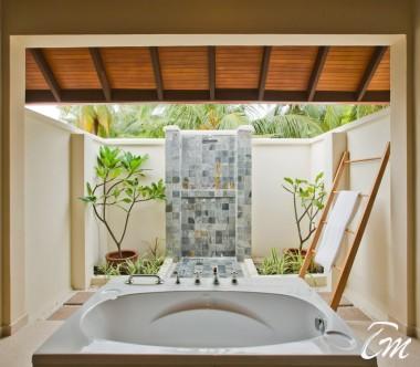 Kurumba Maldives Superior Room Bathroom