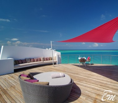 LUX* North Male Atoll Deluxe Water Villa Deck