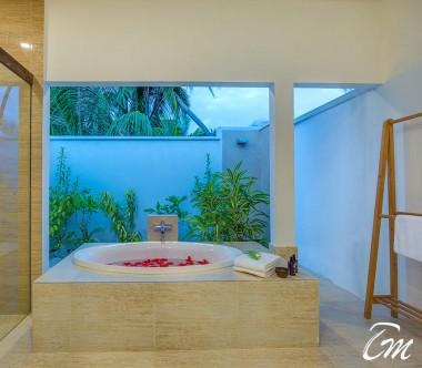 Rahaa Resort Maldives Lake View Villa Bathtub