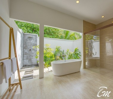 Rahaa Resort Maldives Ocean View Villa Bathtub And Outdoor Shower
