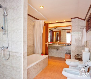 Royal Island Resort and Spa Maldives Beach Villa Bathroom
