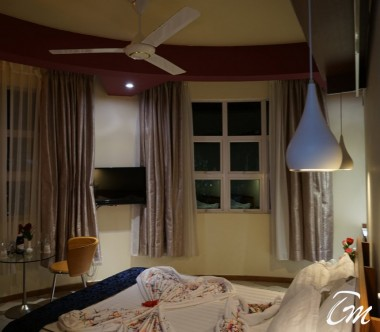 Seaview Room Bed - Surfview hotel Maldives