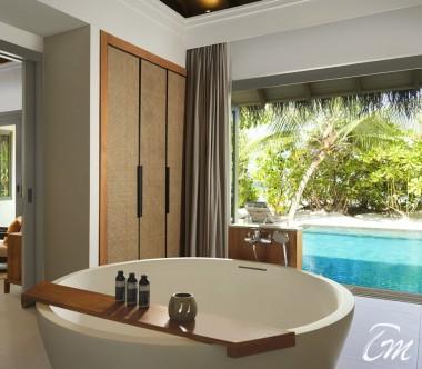 Deluxe Beach Pool Retreat Bathroom - Vakkaru Maldives