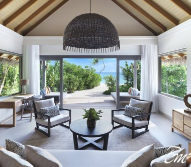 Deluxe Beach Pool Retreat Living Area - Vakkaru Maldives