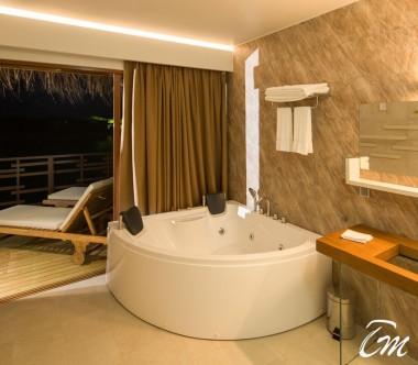 Cocoon Maldives Lagoon Suites Bathtub