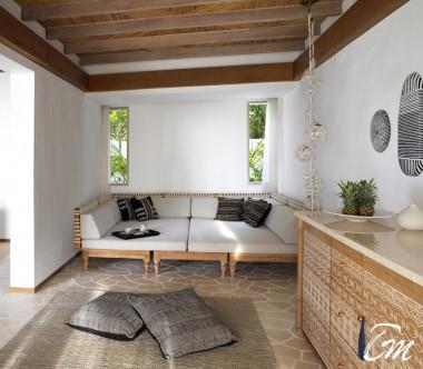 Fairmont Maldives - Sirru Fen Fushi Deluxe Beach Sunrise Villa - Living area