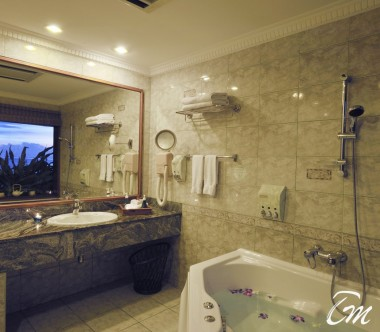 Sun Island Resort and Spa Maldives Presidential Suite Bathroom