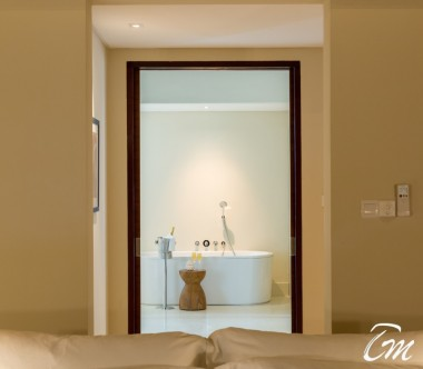 The Residence Maldives Dhigurah Sunrise Water Pool Villa Bathroom