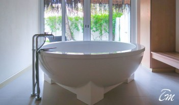 Kandooma Spa by COMO Shambhala Bathtub