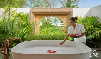 Willow Stream Spa Outdoor Bathtub - Fairmont Maldives - Sirru Fen Fushi