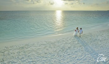 Holiday Island Resort And Spa Maldives - Wedding  Couple